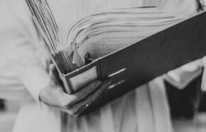 Co jest niezgodne z zasadami etyki adwokackiej?
